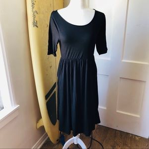 🆕 Soft Black Dress with Short Sleeves & Pockets